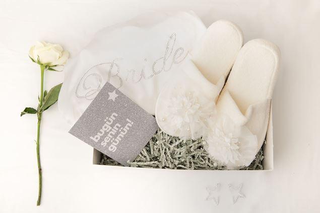 الصورة:   علبة هدايا الزفاف
