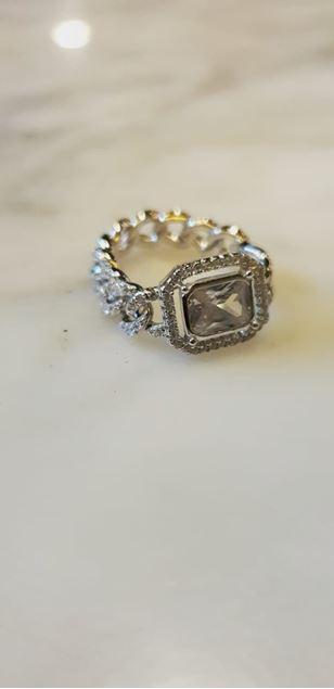 الصورة: خاتم فضة مع سلسلة باجيت