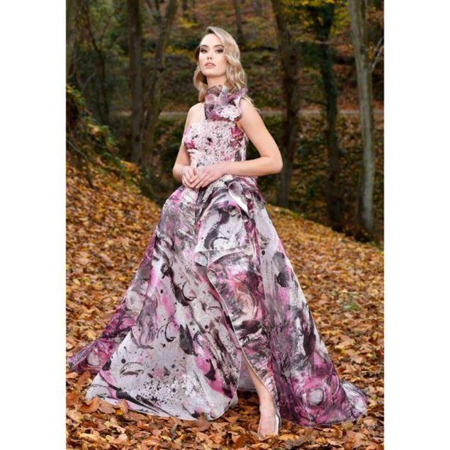 الصورة: فستان سهرة ملون