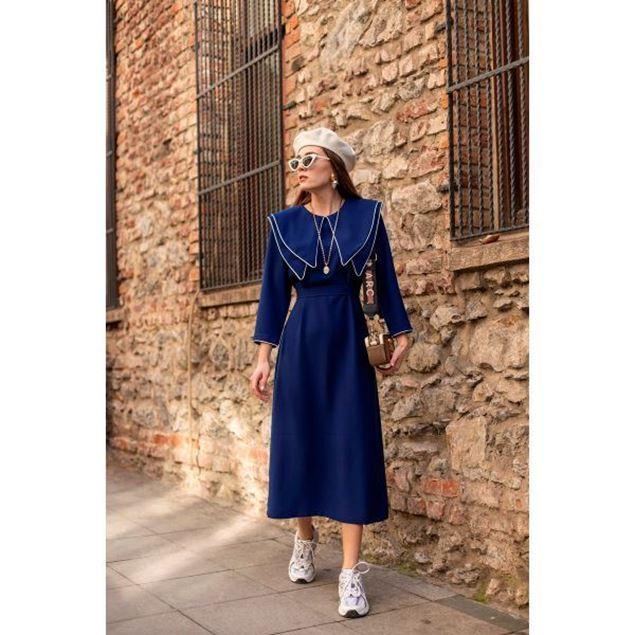 الصورة: فستان كحلي بياقة - نيلوش فينتيج